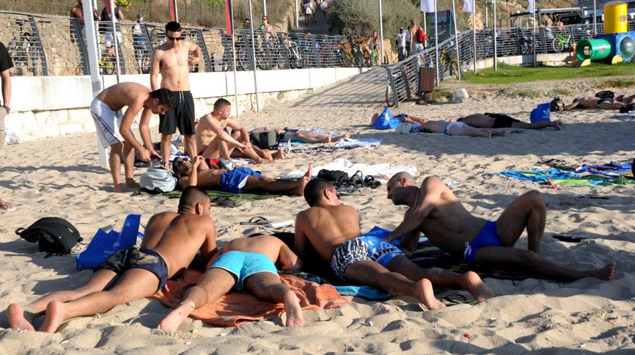 На тель авивском пляже буграшов секс